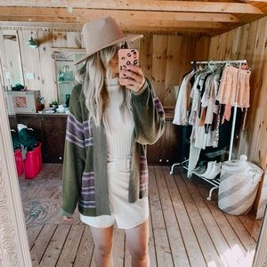 URBAN OUTFITTERS CARDIGAN//